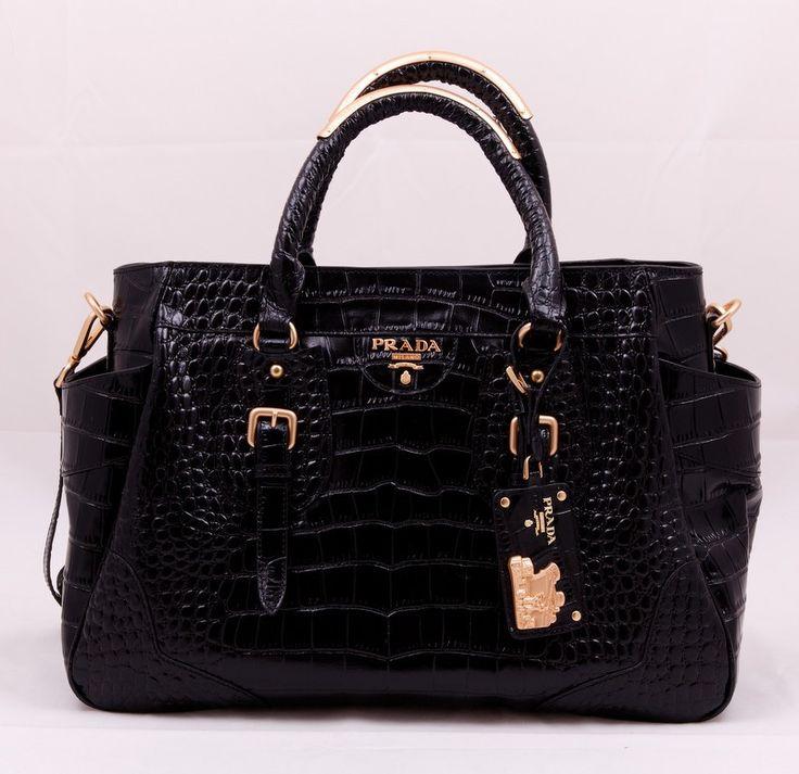 Сумка Prada (Прада) из натуральной кожи выделанной под крокодила, черный цвет.