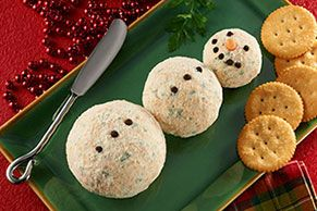 No corncob pipe or coal required for this adorable Snowman Cheese Ball trio. But you will need a baby carrot, fresh chives and slivered almonds.