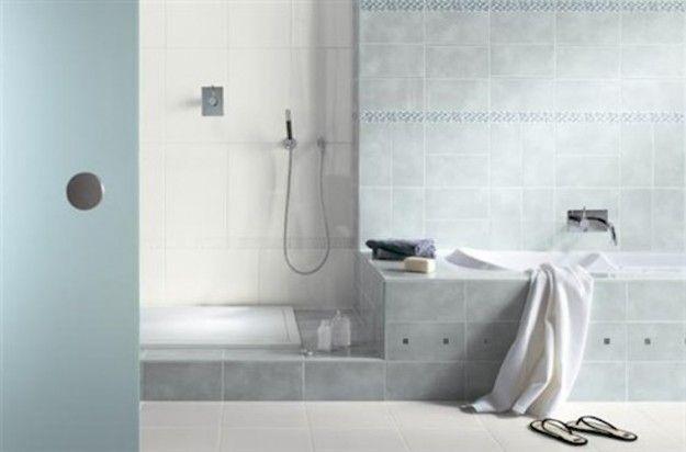 Arredamento bagno turchese - Uno stile classico anche per l'arredamento di questo bagno con piastrelle color turchese