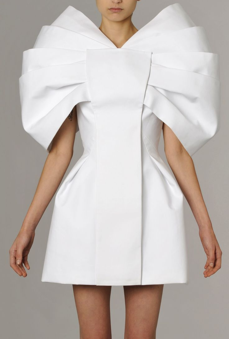 Sculptural Fashion - white dress with three-dimensional structured design, clean lines, symmetry and pleated texture; wearable art; fashion architecture // Dice Kayek More