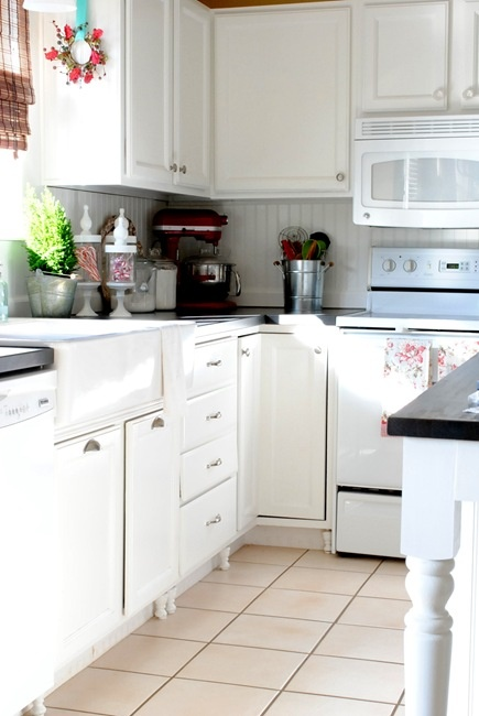 I *heart* Heather's beadboard backsplash