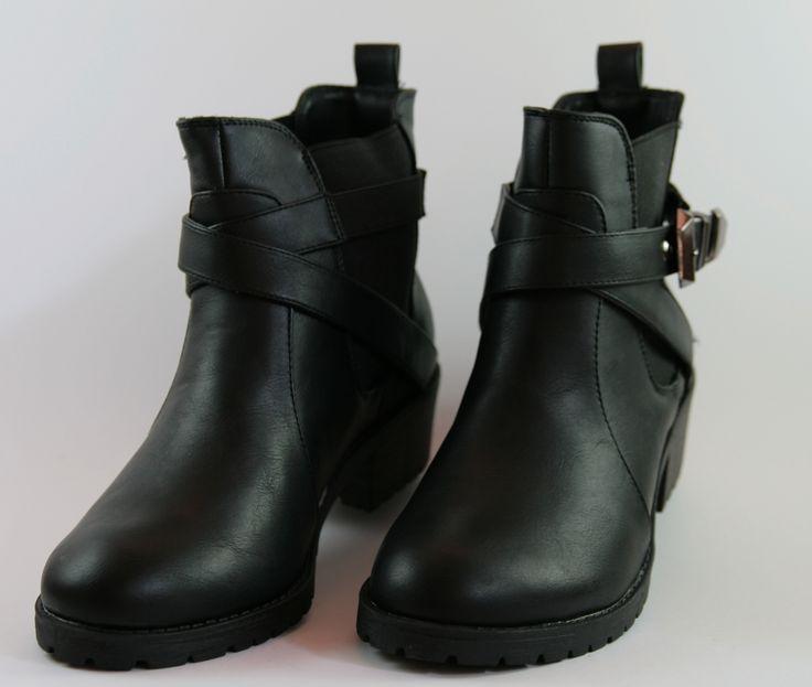 Stivaletto anfibio colore nero, tacco 3 cm  http://aemstore.it/home/39-stivaletto-donna-anfibio-nero.html