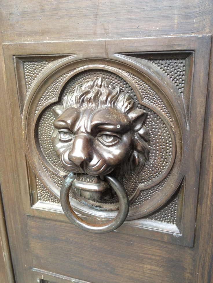 Lion heads are featured on the doors of the Maddox family mausoleum. & 150 best Oakland Cemetery Monuments images on Pinterest | Cemetery ... Pezcame.Com