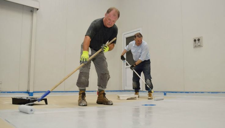 Learn to apply DIY epoxy garage floor coatings successfully. A complete DIY guide that Includes epoxy installation tips, epoxy paint application and more.
