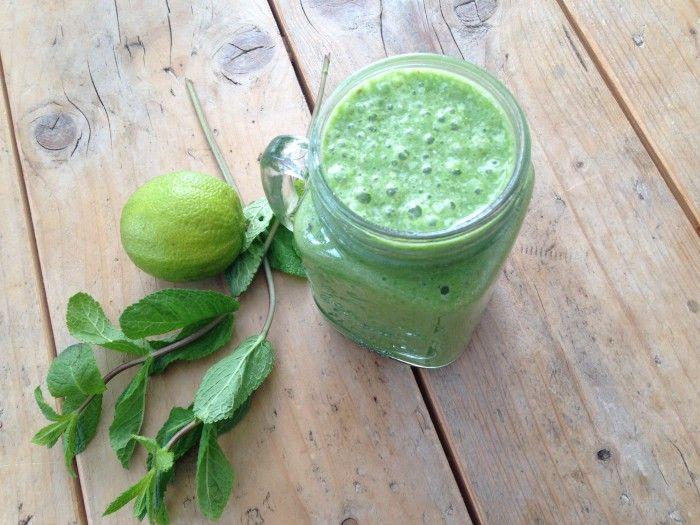 Groene smoothies blijven voor mij een favoriet begin van de dag. In Valencia heb ik genoten van alle heerlijkheden maar toch ben ik altijd weer blij als ik thuis ben en mijn groene smoothie kan maken en opdrinken natuurlijk. Een groene smoothie blijft mijn ontbijt favoriet voor doordeweekse dagen omdat ik gewoon in de vroege …