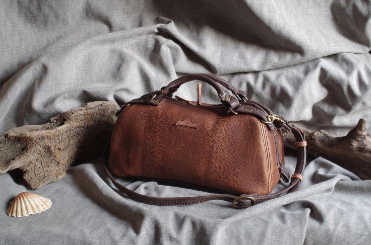 sac à main ,bowling,sac medecin ,en cuir marron pull-up aspect vintage : Sacs à main par matosha