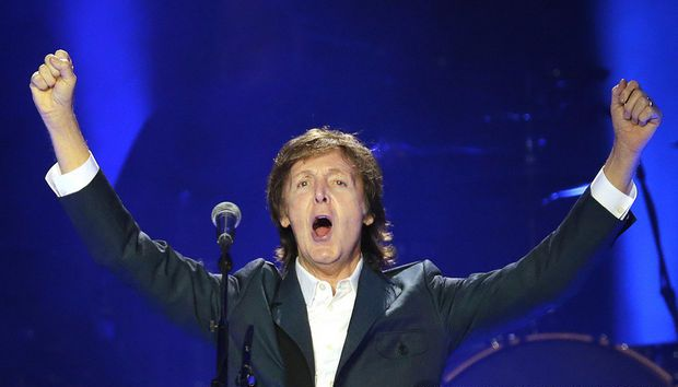 BEATLES  MAGAZINE: PAUL MCCARTNEY AT THE SMOOTHIE KING CENTER