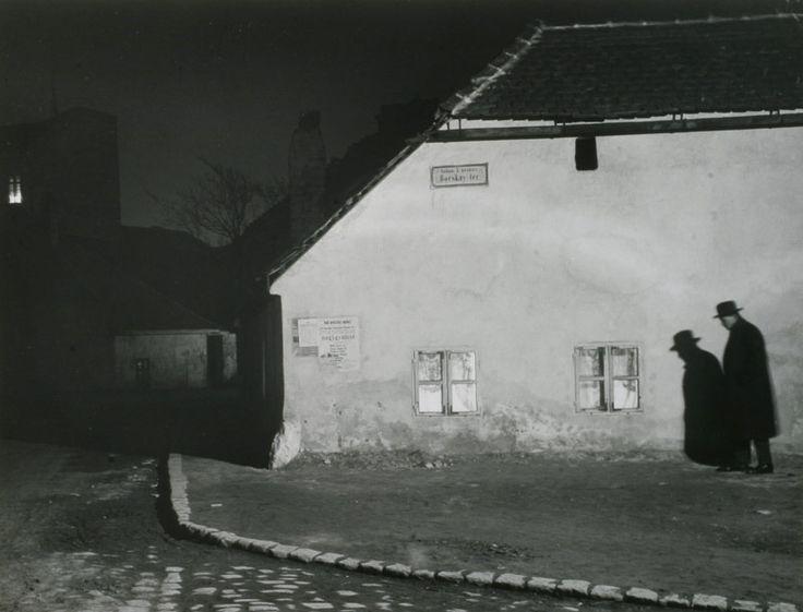 Andre Kertesz's Bocskay Ter, Budapest, 1914