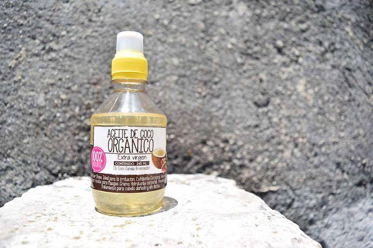 ACEITE DE COCO /COCONUT OIL Es tan bueno que el reconocido Doctor Oz lo recomienda hasta para masajear la piel de un bebé después del baño.  Receta de bellezas con aceite de Coco: - Para el frizz del cabello - Para blanquear los dientes - Crema para rasurarse las piernas - Acondicionamiento profundo del cabello - Para labios resecos - Suavizar las manos - Prevenir las estrías - Piel reseca