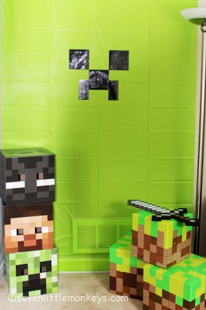 Find out how to make this DIY Minecraft photo booth backdrop and grass blocks. Hint: you'll need duct tape. http://sevenlittlemonkeys.com