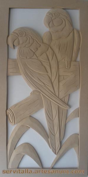 Cuadro guacamayas tallado en madera - artesanum com