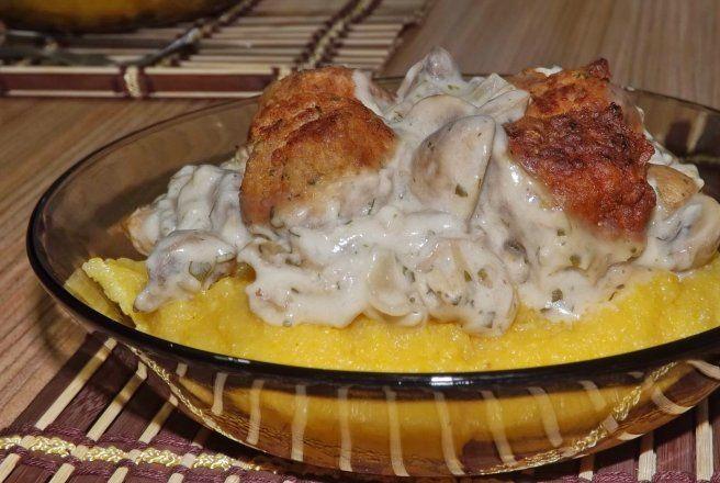 Retete Culinare - Chiftelute in sos alb cu ciuperci