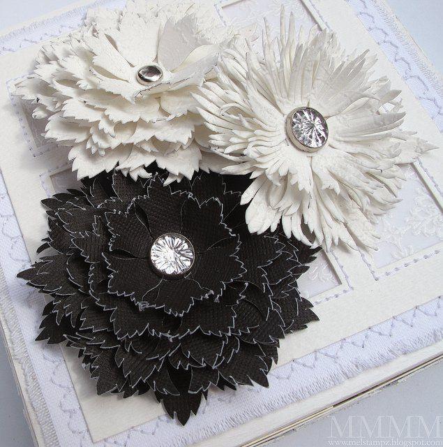 Les 25 meilleures id es de la cat gorie gabarit fleur sur for Leather flowers for crafts