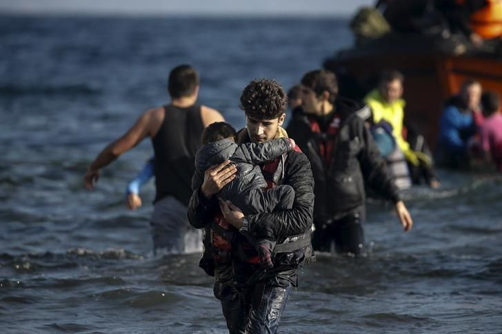 Four U.S. states shut doors to Syrian #refugees after #ParisAttack - http://www.reuters.com/article/2015/11/16/us-france-shooting-usa-migrants-idUSKCN0T521D20151116