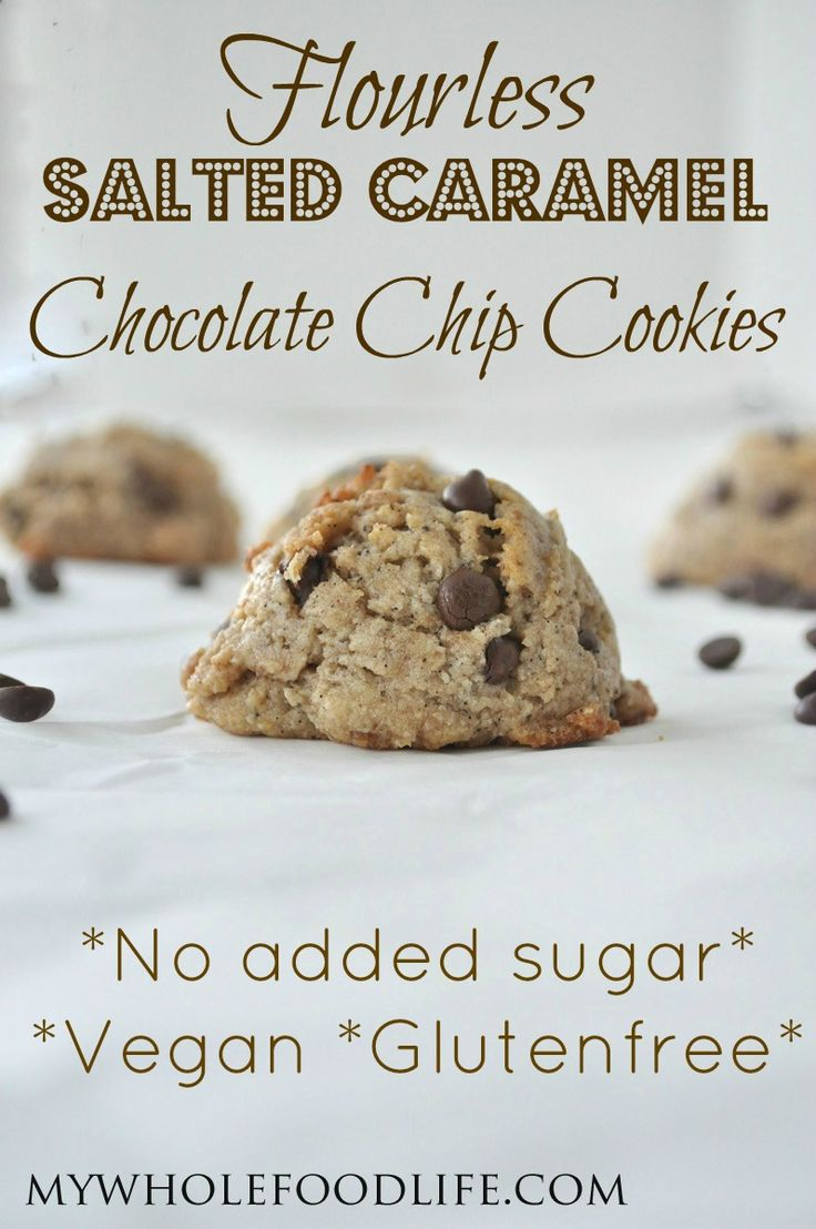 Flourless Salted Caramel Chocolate Chip Cookies. These are amazing! NO flour, NO oil and NO added sugar! Make them in 15 minutes! #vegan #glutenfree #paleo #cookies