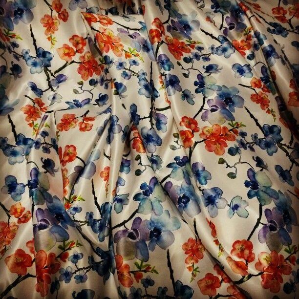 Print on bridal satin. #cetakkain #printkain #printtekstil #printsatin #designkain #kainmotif #partydress #chiffonprint #bridalsatin #printingkain #printingtekstil #shrelo #kainprint #printkanvas #printcanvas #printlinen #printspandex #jasaprintkain