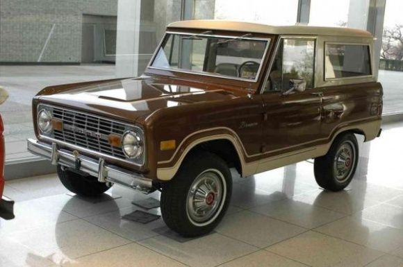 This 1977 Ford Bronco is said to be one of the nicest restored early examples in existence. It is fully optioned, from the final year of production, and sounds like primarily a show queen but looks darn good doing it. Find it here on Craigslist in Austin, Texas for $42000