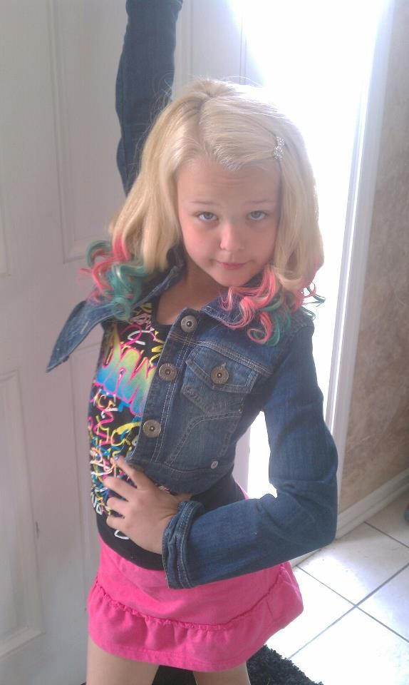 Hi I'm Jojo! I'm 6 and single. I love dance! I love bows!!! I'm dance in my room when nobody is watching!! My bestie is Kenzie!