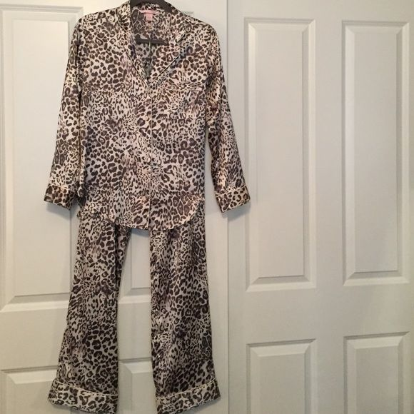 ⭐️1 DAY SALE⭐️NWOT VS Satin Pajama Set NWOT NEVER WORN!! Victoria's Secret animal print- satin pajama set! Gray. Size small. Great condition. Price is pretty firm! NO TRADES. Victoria's Secret Intimates & Sleepwear Pajamas