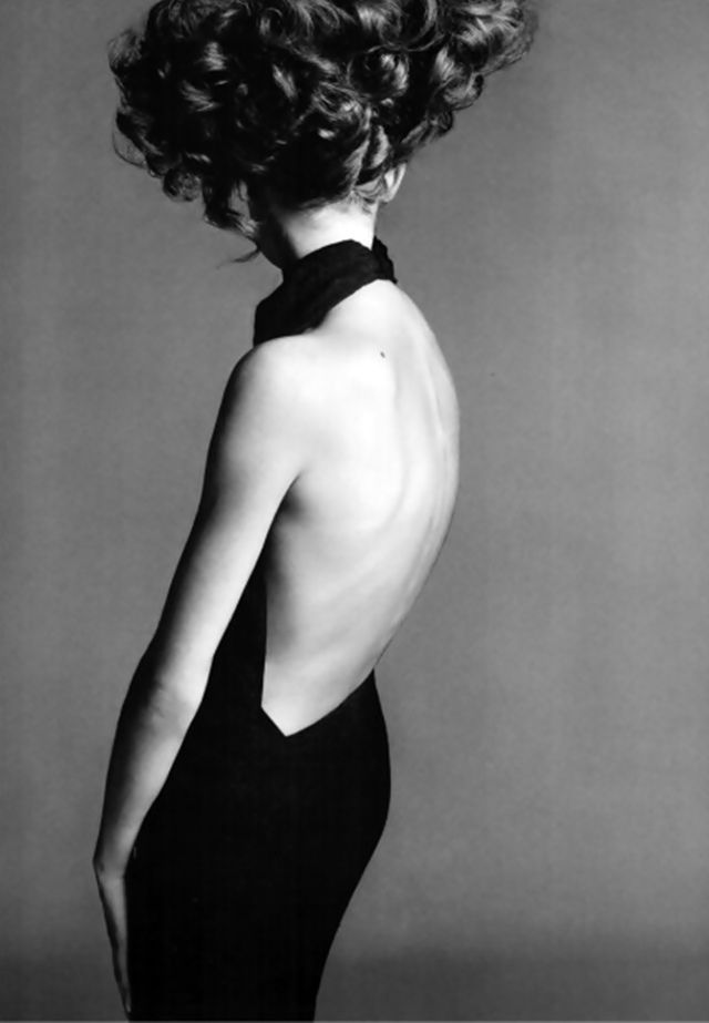 """Como homenagem ao fotógrafo Richard Avedon a """"Gagosian Gallery"""" em colaboração com a Fundação Richard Avedon, promove a Exposição Itinerante Avedon's Women, uma seleção de fotografias dos anos 60 e 70, concentrando-se, especificamente em imagens de mulheres em movimento, uma marca das fotografias de moda de Avedon. Avedon's Women fica em cartaz até o dia… Leia mais Richard Avedon's Women"""