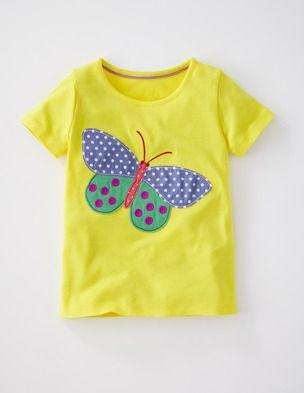 Ich habe das auf @BodenDirect entdeckt. T-Shirt mit großer Applikation Sonnengelb Schmetterling
