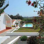 Last Minute - Portugal - zilverkust - va 19/8 plek. Vakantiehuizen met gedeeld zwembad, 10  minuten van 't strand - voor 4 a € 793 of voor 5 a € 903 https://www.mrsnomad.nl/accommodaties/176-vakantiehuizen-costa-prata-portugal/