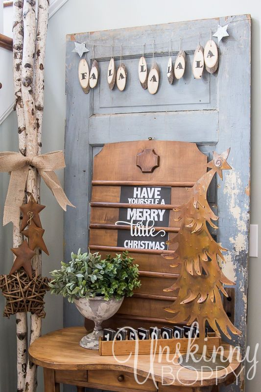 A rustic wood slice garland is a beautiful way to add an old fashion touch to any country Christmas decor. Hop over and see how easy it can be done.
