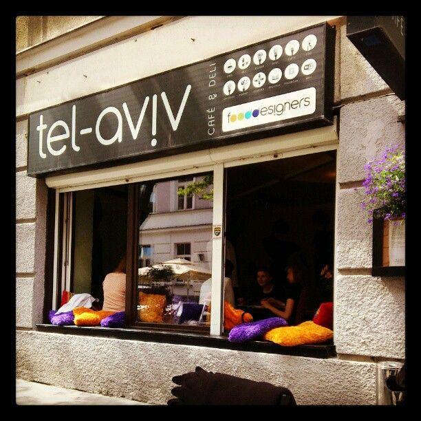 Tel-Aviv Café in Warszawa, Województwo mazowieckie. Israelisches Essen: Sehr lecker, hipper Laden und nette Bedienung. Hingehen!