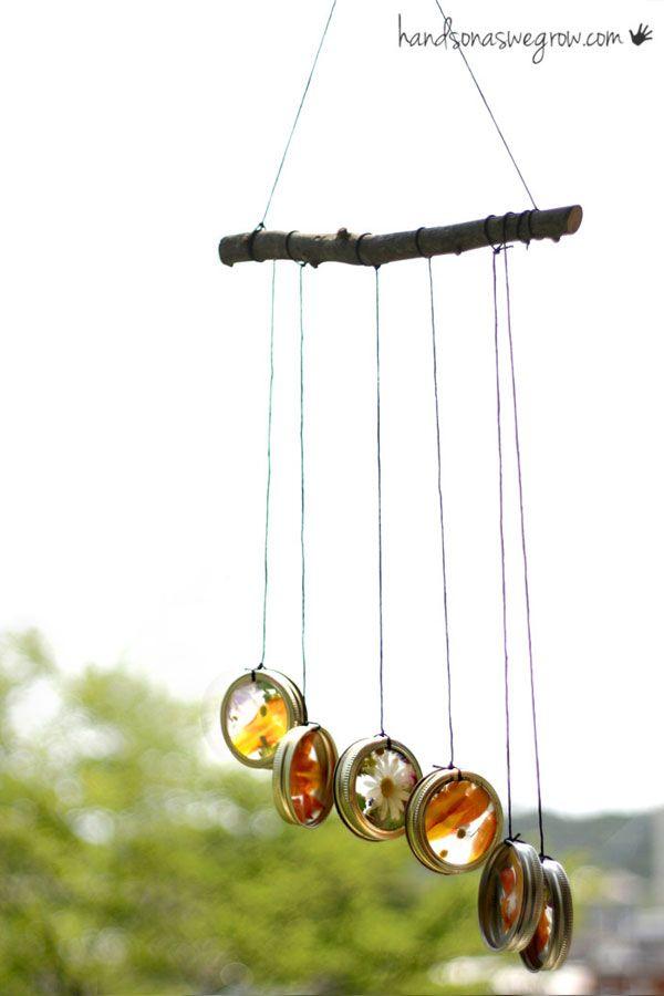 Windspiel mit gepressten Blüten - feine Idee!