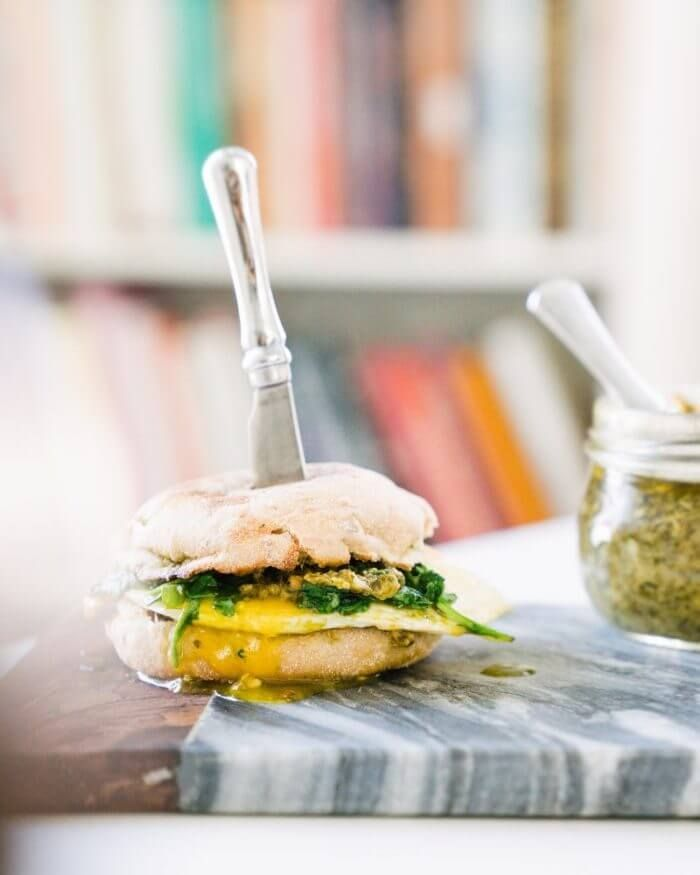 5 Minute Pesto And Arugula Breakfast Sandwich Recipe Healthy