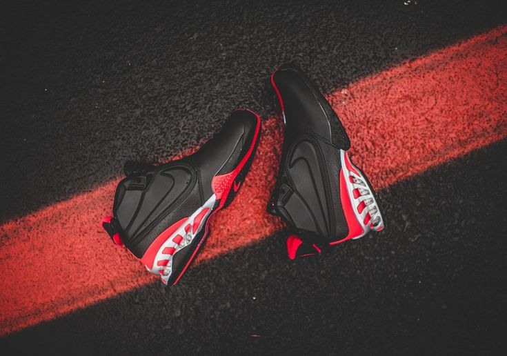 premium selection c6342 e2c8a The Nike Zoom Vick II Returns In Original Black Colorway