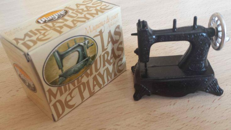 Sacapuntas máquina de coser antigua, marca Playme, en color y con su caja original. Hecho en España en los años 70-80.  (Antique pencil sharpener). Cómpralo instantáneamente en Ebay: http://www.ebay.es/itm/sacapuntas-maquina-de-coser-antiguo-antique-pencil-sharpener-/122057345573?hash=item1c6b2f4a25:g:9vQAAOSwRgJXhk4t