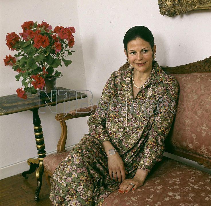 ARKIV 1977-05-10 Drottning Silva, gravid i 7:e månaden, i samband med en intervju på Stockholm slott . Foto: Jan Delden / XP / SCANPIX / Kod: 10 **AFTONBLADET OUT**