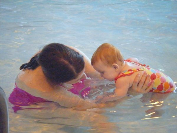TOP 10 TIPS FOR SWIMMING WITH YOUR LITTLE ONE
