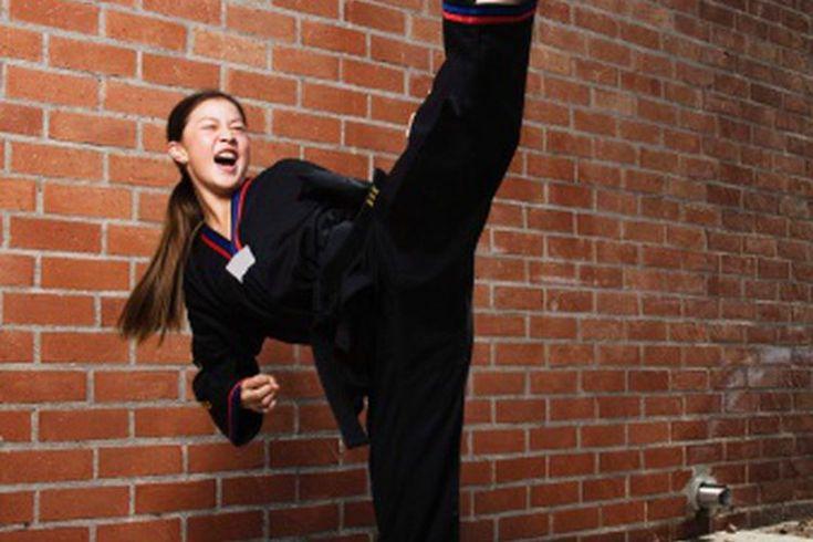 Entrenamiento de velocidad en Tae kwon do. Las artes marciales te enseñan a usar tu mente, tu cuerpo y tu alma. De acuerdo con la página en Internet Wtf.org, el Taekwondo, una forma coreana de artes marciales que, cuando se traduce en términos generales del inglés, significa pie, puños y ...