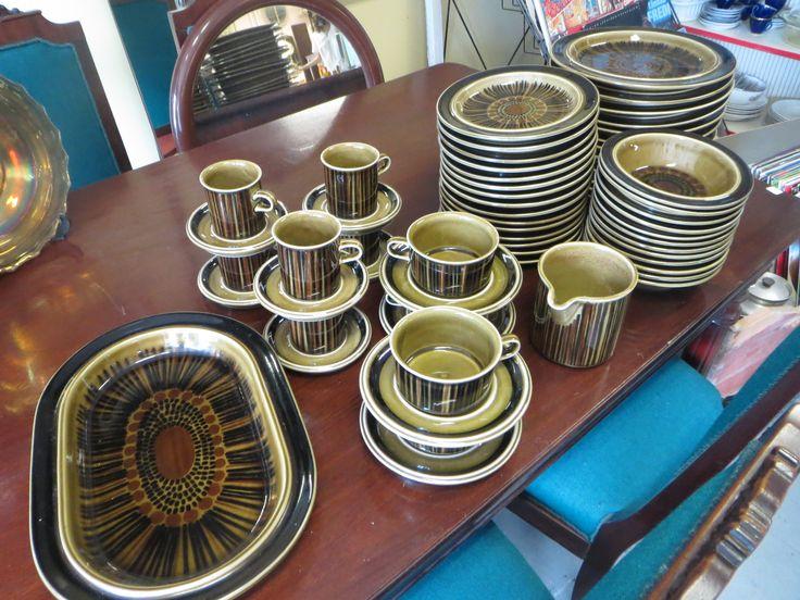 Arabian Kosmos-sarjan astioita, hyväkuntoisia, käsinsigneerattuja. Alkaen 10 euroa/kpl