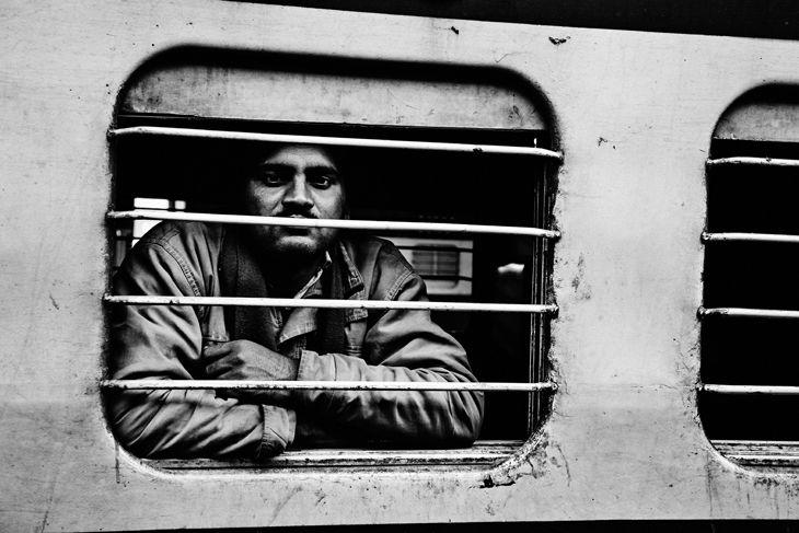 People by Kjetil Hasselgård - railway india - http://kjetilhasselgaard.com