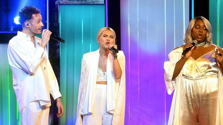 The singers paid tribute to Cyndi Lauper at the star-studded event.