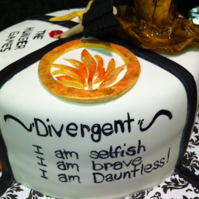 I also see The Hunger Games and what I assume is a sorting hat ing the back ground, so Im just going to assume that the person who ordered this cake is AWESOME: Cake Divergentfanart, Divergent Cake Need, Divergent Bookcake Hungergames, Brave Divergent, Divergent Party, Divergent Cake Ideas, Divergent Dauntless Cake, Birthday Cakes