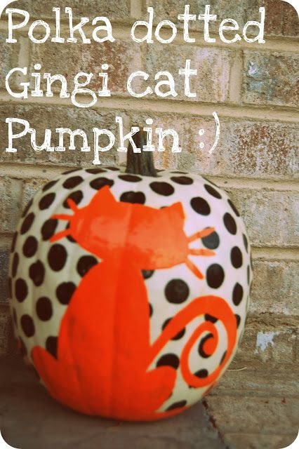 This Halloween pumpkin decorating trick gives you polka dots and a creepy cat on the same pumpkin! Find more pumpkin painting ideas here.
