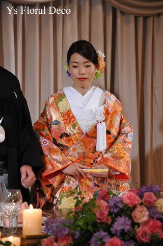 オレンジ色の色打掛に生花のヘッドドレスys floral deco@椿山荘