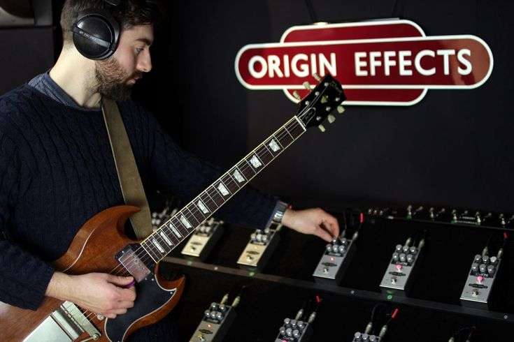 Origin Effects pedals quality tested. Gibson SG