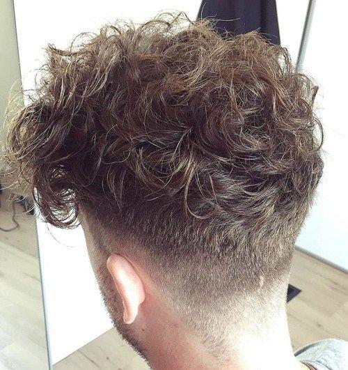 peinado rizado corte sesgado