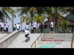 """PROJETO """"BOM NA ESCOLA BOM NO SKATE"""" - DEZEMBRO, 2014. - http://DAILYSKATETUBE.COM/projeto-bom-na-escola-bom-no-skate-dezembro-2014/ - http://www.youtube.com/watch?v=iEBfAEU3RWs&feature=youtube_gdata  O projeto """"Bom na Escola Bom no Skate"""" é uma realização da Secretaria Estadual de Esportes, Lazer e Juventude do Estado de São Paulo, através da Lei Paulista de Incentivo ao Esporte,... - 2014, DEZEMBRO, escola, Projeto, skate"""