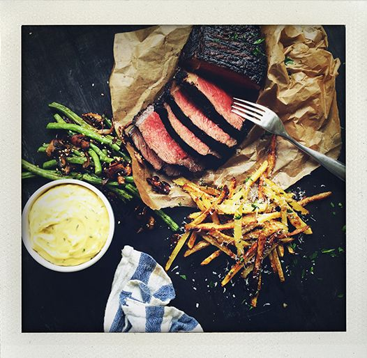 Grilled sirloin steak with wasabi bearnaise sauce, parmesan fries and haricot verts with a dash of soya and sesame (I huvudet på Elvaelva).