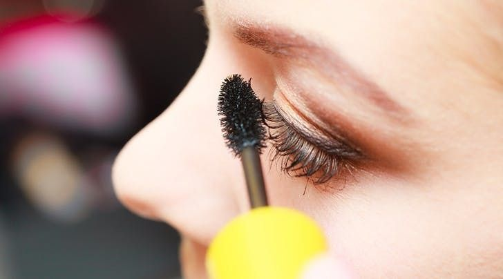 We Just Learned The Best Mascara Trick For Faking Fuller Lashes | HuffPost