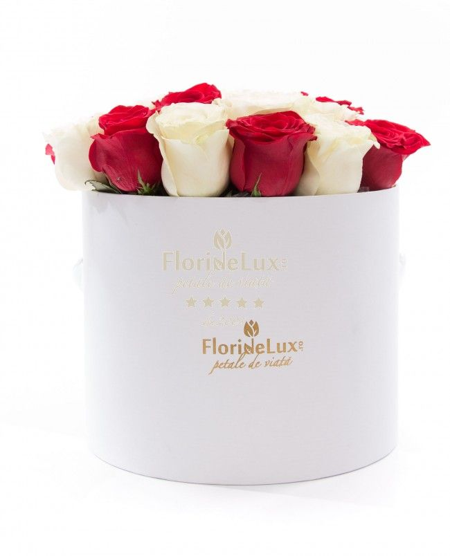 Box with red and white roses - fresh, vibrant and romantic, that your loved one will not be able to resist! ❤❤  http://www.deluxeflowershop.com/box-with-red-and-white-roses.html