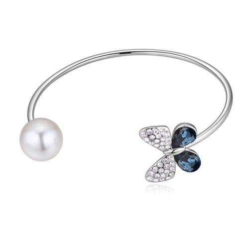 $13,44 Pearl & butterfly Swarovski crystal bangle - Yohanna Jewelry Wholesale. BEST PRICE: Directly in the jewelry factory. VAT-free shopping: Available, partners based in the European Union, only applies to EU tax identification number (UID). Exclusive design SWAROVSKI crystals and AAA Zircon crystal jewelry and men's stainless steel jewelry and high-quality stainless steel jewelry for couples sell in bulk to resellers! Please contact us.