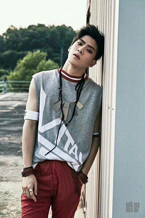 NCT 127 — Jaehyun Nome: Jung Yunoh Nome de Nascimento: Jung Jaehyun Idade: 20 anos (19 anos em nosso calendário) Data de Nascimento: 14 de fevereiro de 1997 Local de Nascimento: Seul, Coreia do Sul Tipo Sanguíneo: A Altura: 1,80 cm Signo: Aquário Signo Chinês: Boi Especialidades: Rap e Piano. [#FACTS] • Jaehyun também é um membro do NCT U, a primeira unit do NCT. • Seu nome de nascimento é Jung Jaehyun mas o mesmo revelou que mudou seu nome em cartório para Jung Yunoh. Os motivos nunca...