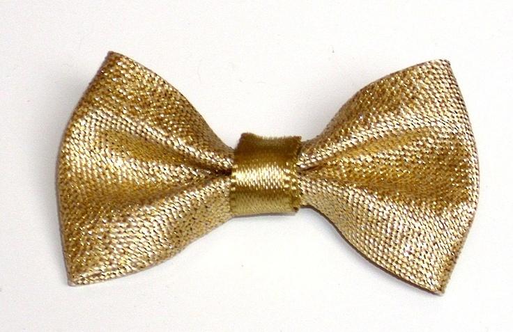 Laço dourado para cães de pequeno e médio porte.